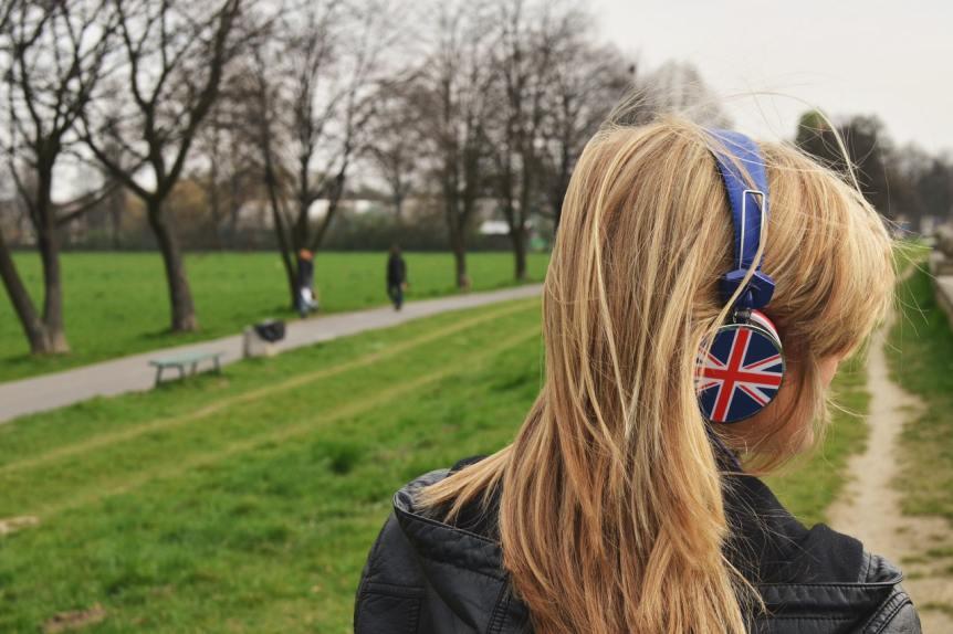 「聞き流し」だけでは英語が話せるようにはならない悲しい現実。その理由を探る